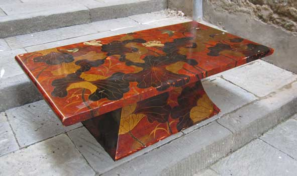 Low table with lacquered decorations