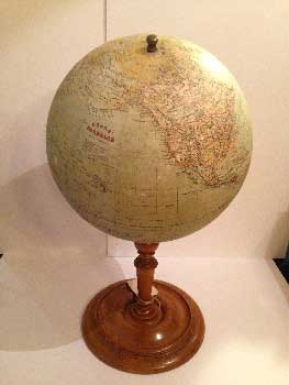 Jordglob globe, with large base