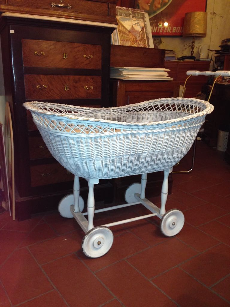 cradle in white wicker