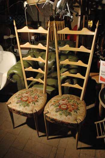 Couple of chairs, in wood, with flowers