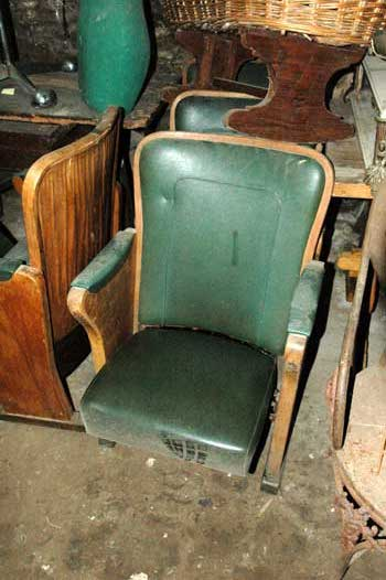 Cinema's armchair, in wood and green leather